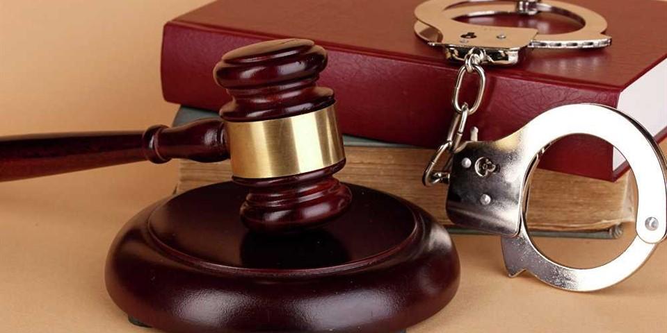 مطلع شدن شخص از اتهامی که به او نسبت داده شده است
