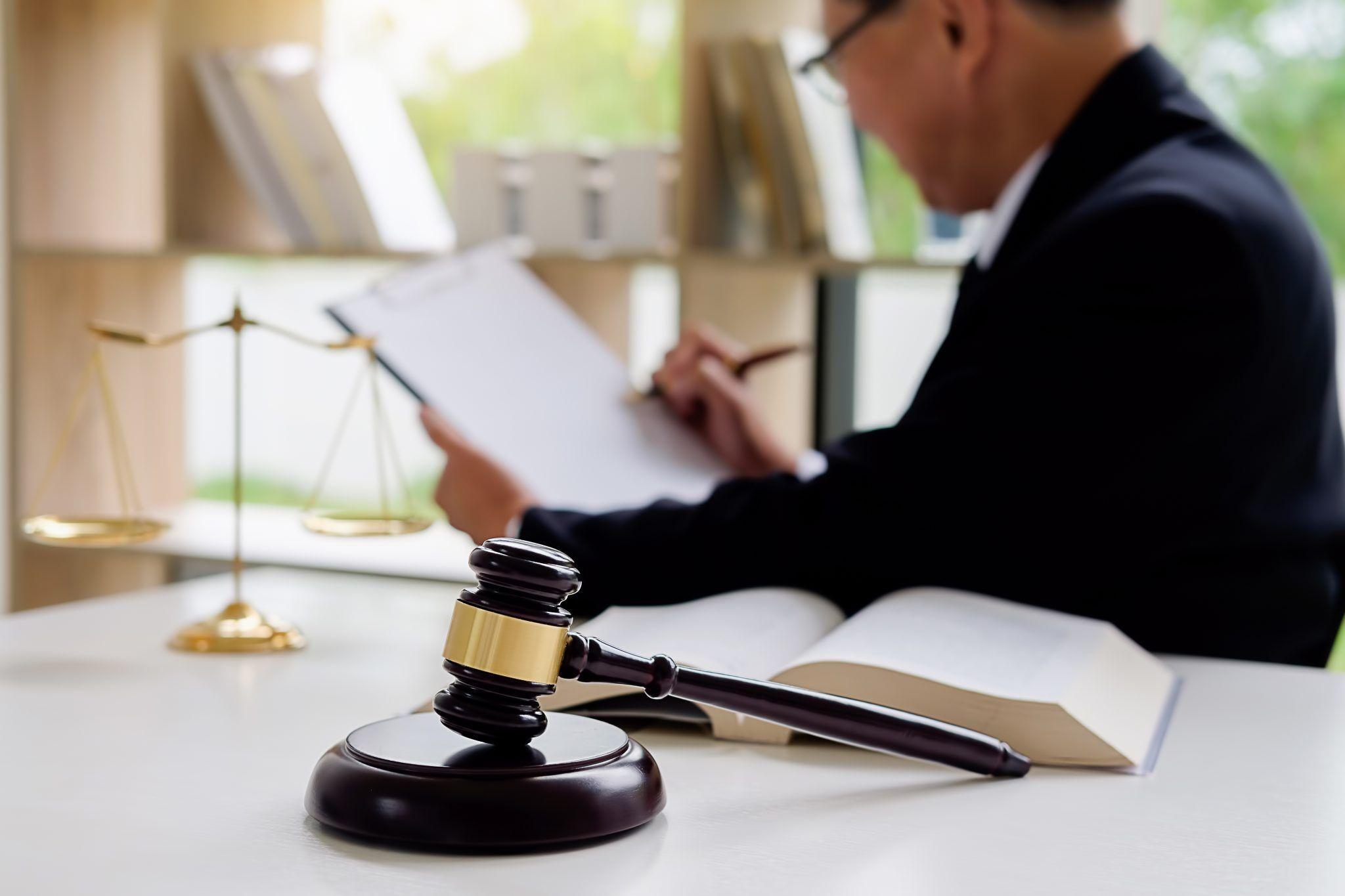 وکیل کلاهبرداری به چه شخصی اطلاق می شود؟