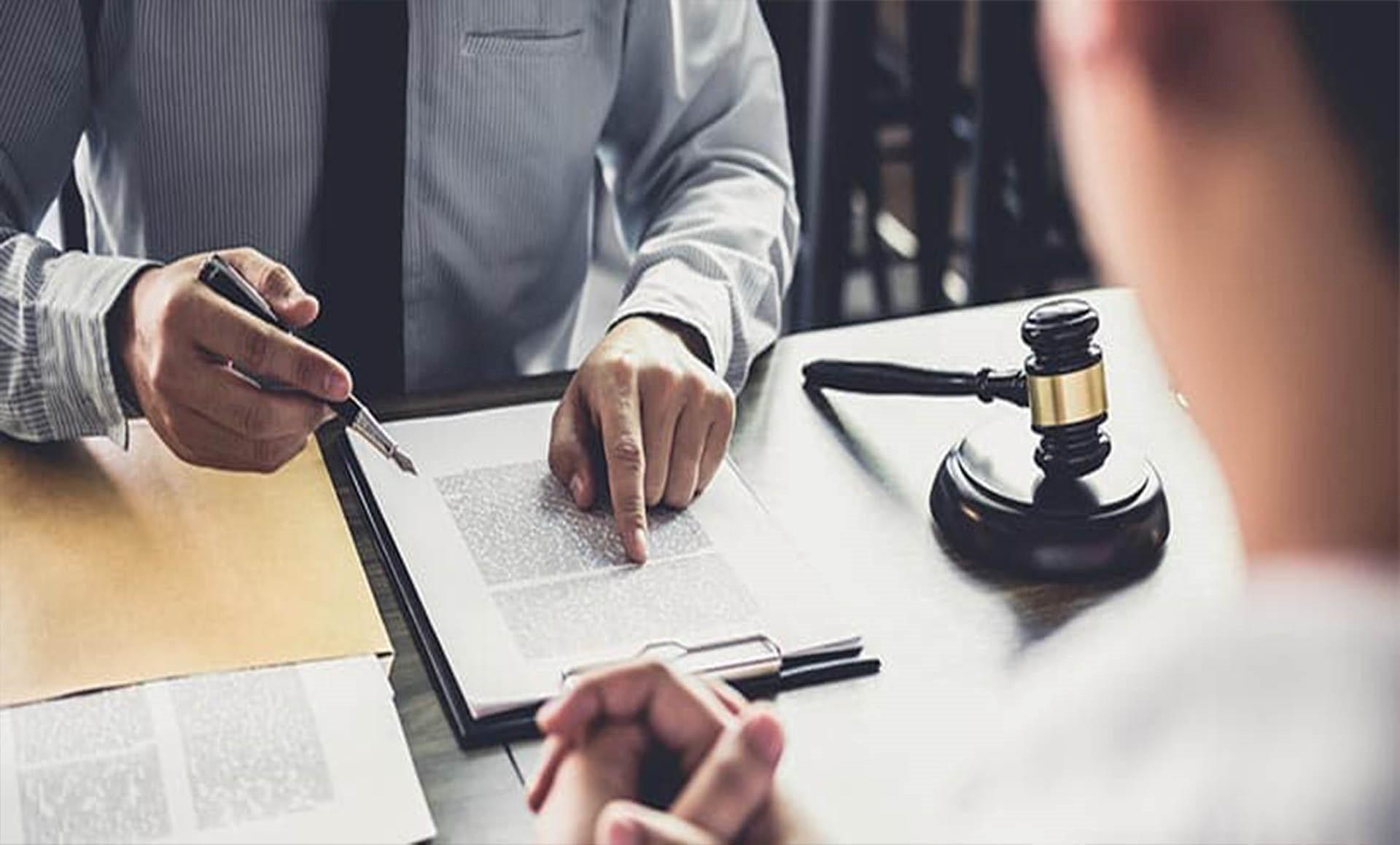 نمونه های قانونی تمسک به وسایل و ابزار نادرست در جرم کلاهبرداری کدامند؟