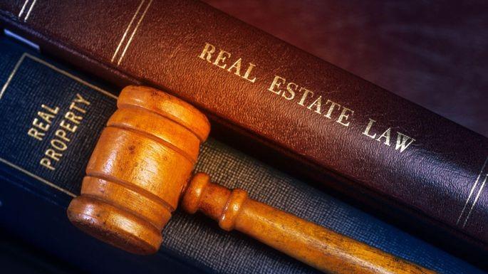 وکیل دادگستری چه وظایفی را به عهده دارد؟