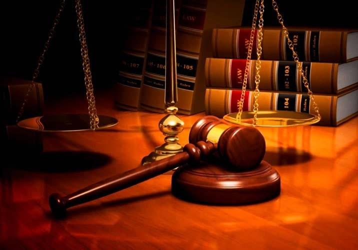 ایا برای شکایت در دیوان عدالت می توان از وکیل بهره نمود ؟
