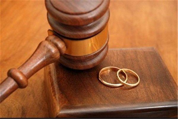 در صورت درخواست مرد برای طلاق و راضی نبودن زن تکلیف چیست؟
