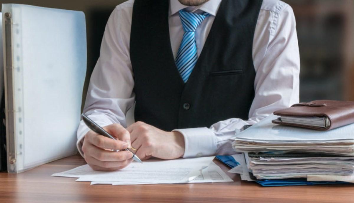 آیا ارایه مشاوره حقوقی به افراد مختلف، هیچ مسئولیت مدنی برای مشاوران به همراه دارد ؟