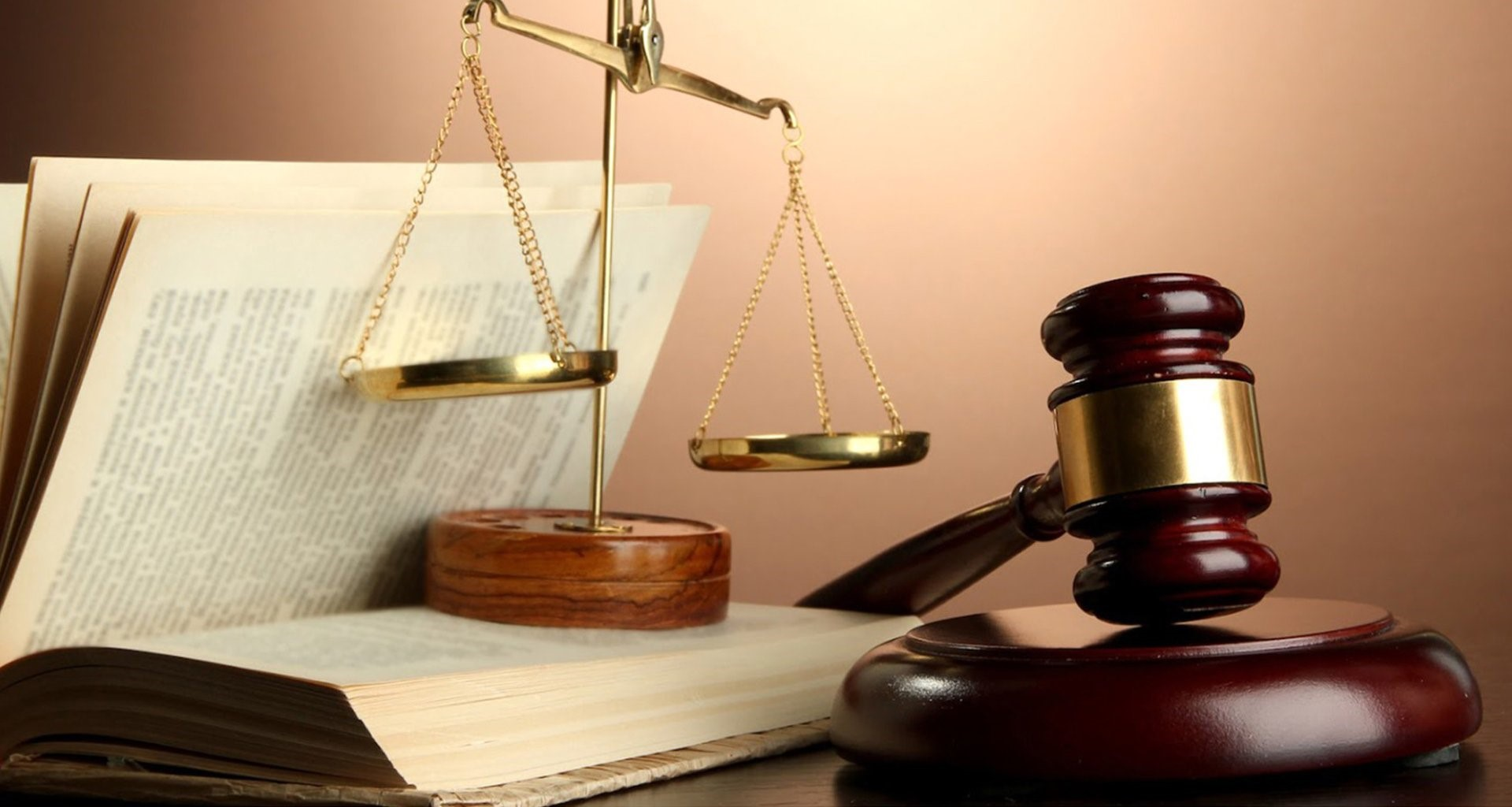 تفاوت دفتر وکالت با موسسات حقوقی چیست؟