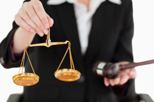 حدود اختیارات وکیل پایه یک در پذیرفتن پرونده های قضایی به چه صورت است؟