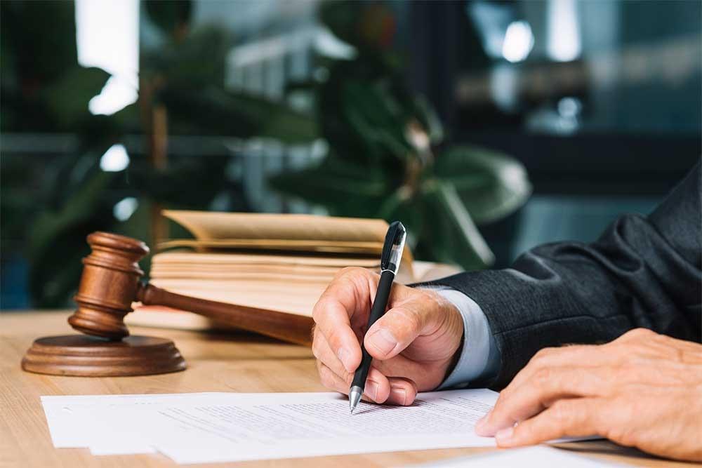 کار وکیل در هنگام قبول یک پرونده در دیوان عالی کشور چگونه است؟
