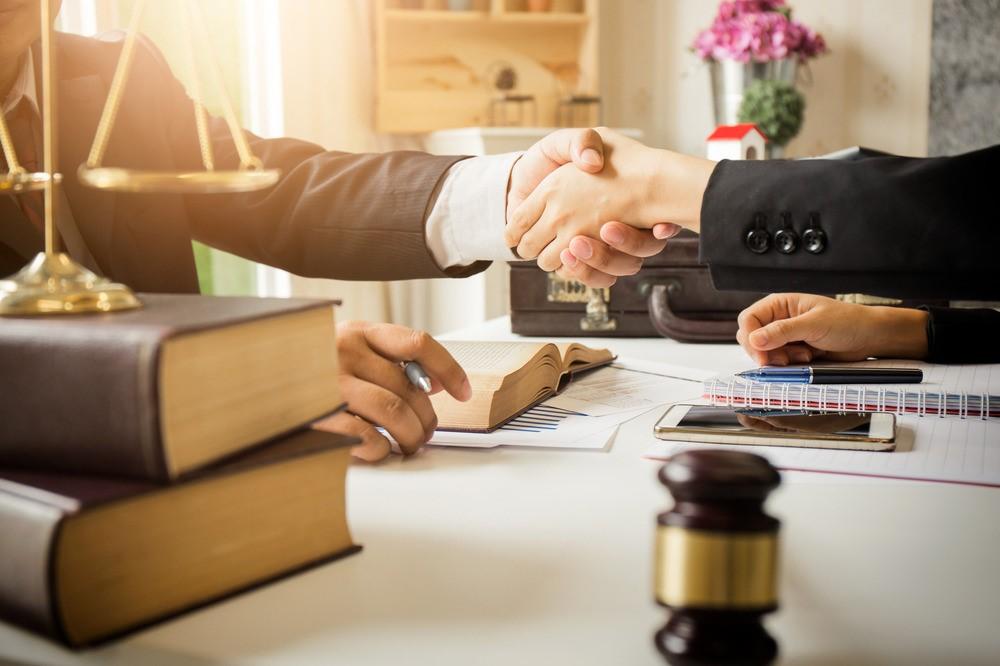 وکالت های وکیل دادگستری بر چه اساسی تنظیم می شود؟