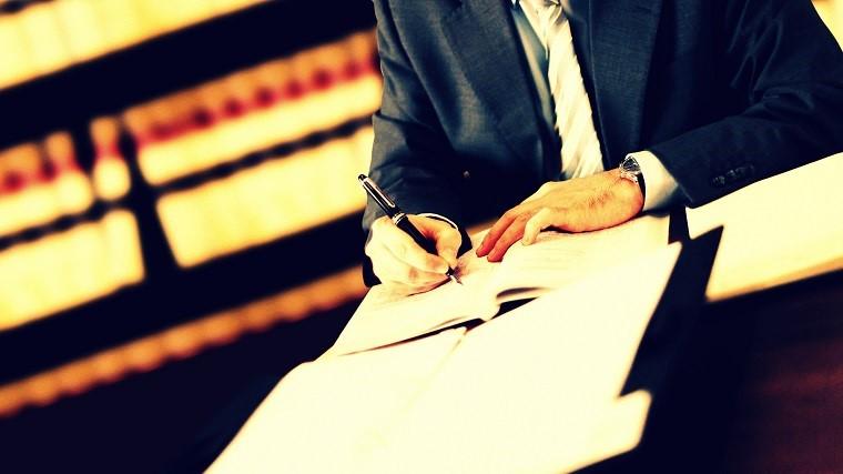 از طریق چه رشته هایی می توان به حرفه وکالت وارد شد؟