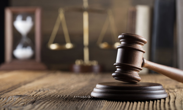 هنگام انتخاب وکیل چه نکاتی را باید در نظر بگیریم؟
