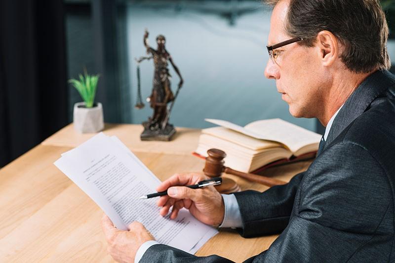 دفاع از متهم در مرحله واخواهی توسط وکیل کیفری چگونه صورت می گیرد؟