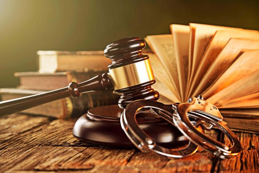 دفاع از متهم در مرحله رسیدگی بدوی توسط وکیل کیفری چگونه صورت می گیرد؟