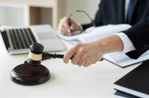 دفاع از حقوق متهم در دادسرا توسط وکیل کیفری چگونه صورت می گیرد؟