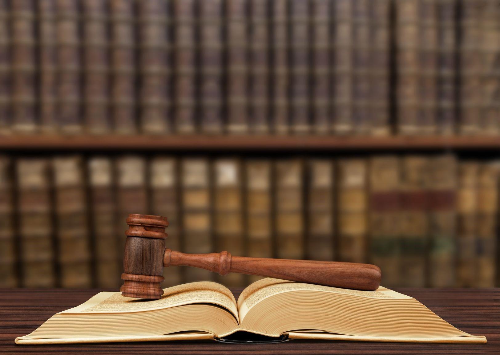 وکیل متخصص دیوان عدالت اداری چه ویژگی هایی دارد؟