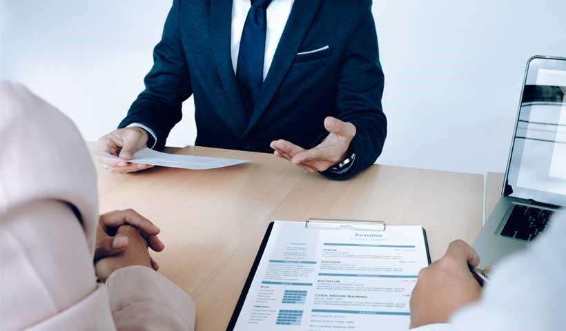 روش های مناسبی که افراد می توانند برای انتخاب یک وکیل دیوان عدالت اداری استفاده کنند شامل چه مواردی می شود؟