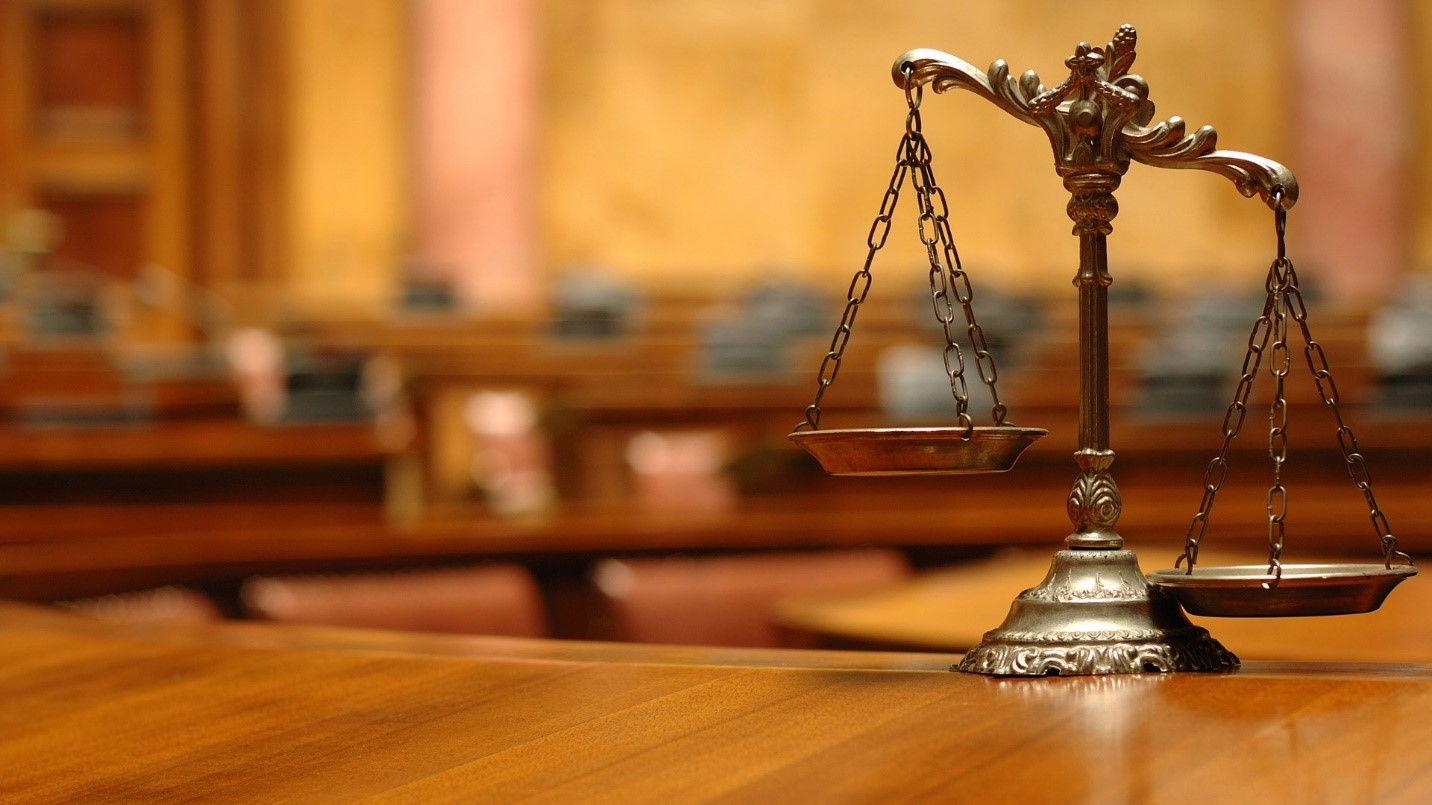8- هزینه های پرداختی به هنگام رسیدگی به پرونده ی کیفری، به چه عواملی بستگی دارند؟