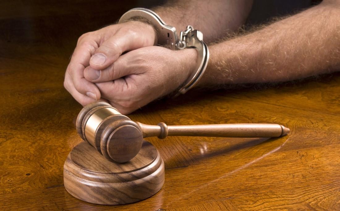2- به چه کسی وکیل کیفری گفته می شود و چه جرایمی از نظر حقوقی، کیفری محسوب می شوند؟