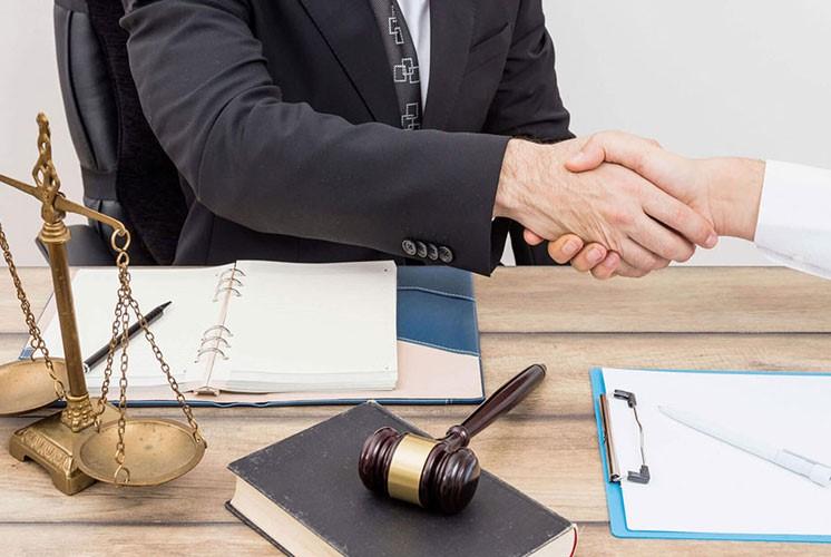 دلایلی که افراد برای انتخاب وکیل در دادخواست های ارائه شده به دیوان عدالت مد نظر دارند کدامند؟