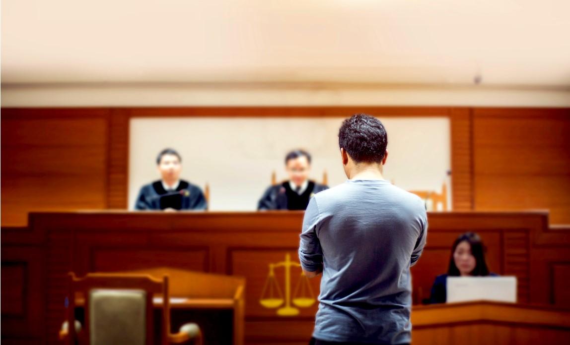 6- در هنگام انتخاب یک وکیل کیفری برای حل پرونده به چه نکاتی باید توجه کرد؟