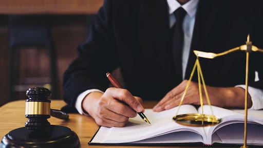 خصوصیات یک وکیل خوب چیست؟