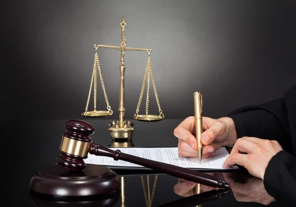 یک وکیل دیوان عدالت اداری باتجربه باید حتما در برابر قاضی محترم باشد :
