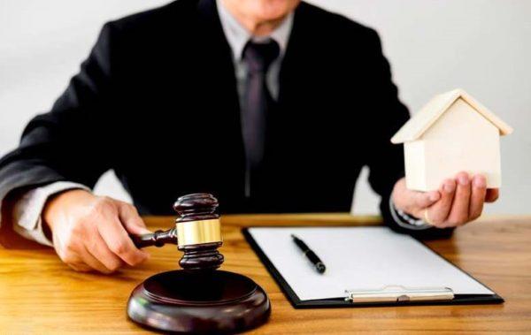 وکیل ملکی چه کسی است؟