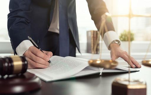 در هنگام انتخاب بهترین وکیل دیوان عدالت اداری توجه به چه نکاتی حائز اهمیت است؟
