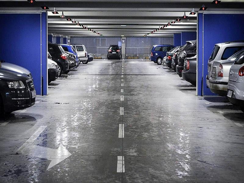 برای رفع تصرف پارکینگ، دو راهحل کیفری و حقوقی بیان شده است که در ادامه آن ها را بررسی می کنیم: