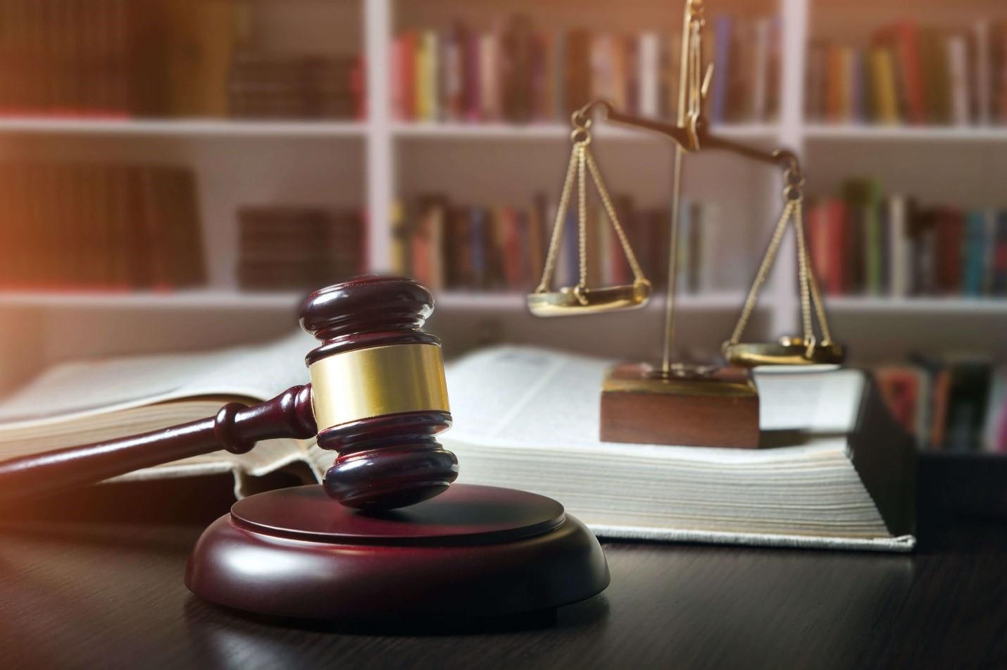در زیر به مراحلی که برای ارائه سند در دادگاه انجام می شود اشاره کرده ایم: