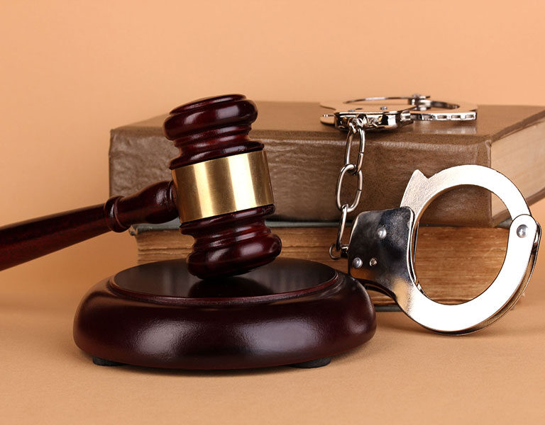 سپردن امور کیفری به وکیل کیفری تهران